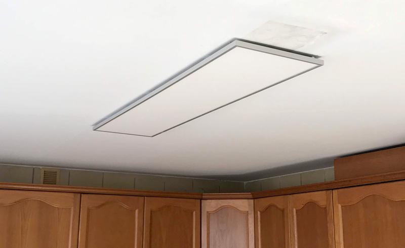 Instalación de panel LED en la cocina