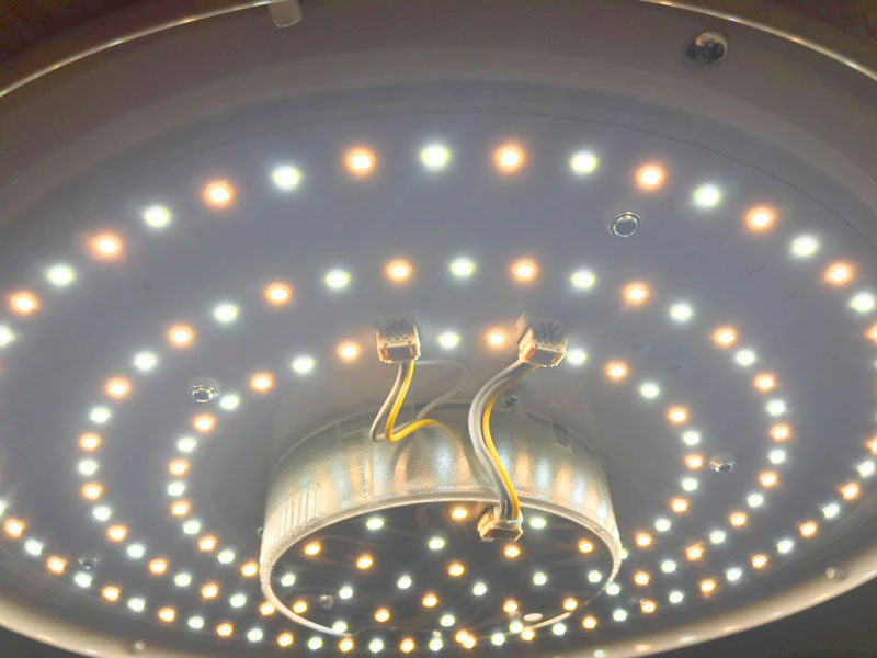 Plafón LED regulable y pudiendo elegir entre luz fria y cálida